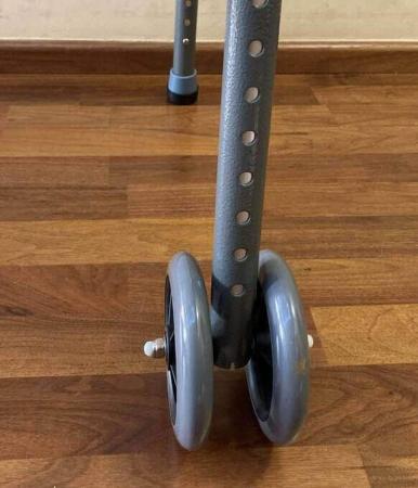 Cadru de mers XXL, pliabil, cu roti, ultra rezistent, ultra usor, ajustabil, din aluminiu [7]