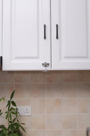 Set 4 protectii flexibile si ajustabile pentru dulapuri, 20 x 5.5 cm, Gri [2]