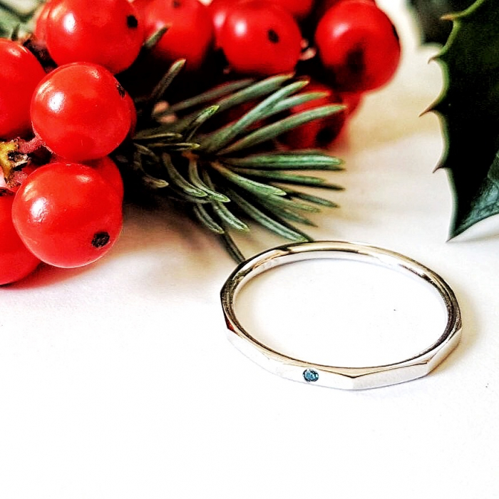 Inel Fire din poveste cu suprafata fatetata si diamant natural blue - aur 14k 0
