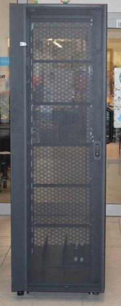 Cabinet Rack Server IBM, 42U, H:2020 mm x W:650 mm x D:1100 mm 0