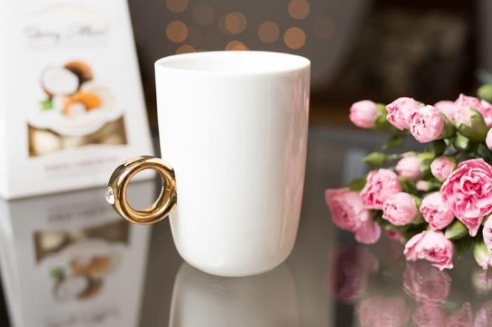 Cana alba cu inel suflat cu aur de 2 karate si cristal, 270 ml [1]