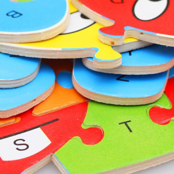 Bufnita din lemn invata alfabetul si numerele 1