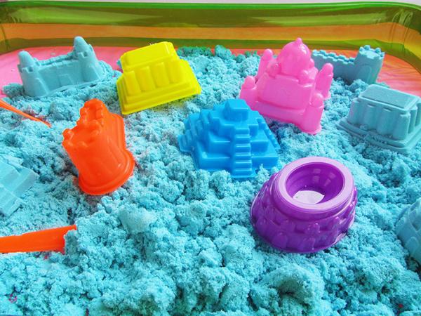 Kit Nisip kinetic colorat 1 kg cu forme de modelaj 0