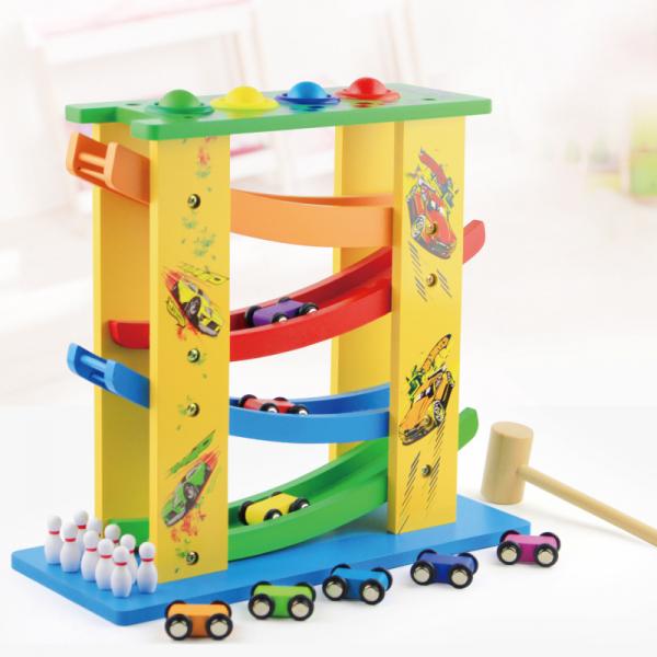 Circuit lemn  cu 8 masinute ciocanel cu bile colorate si mini popice . 0