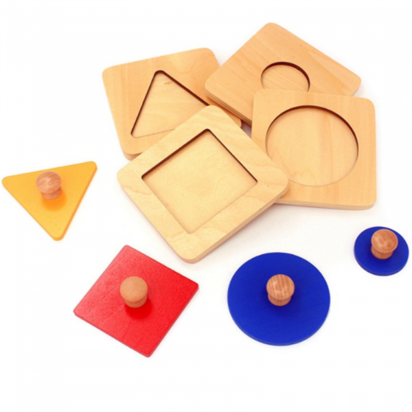 Set 4 puzzle uri din lemn montessori cu maner forme geometrice . 0