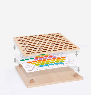 Joc Montessori de indemanare si asociere culori cu bile colorate si bete din lemn4