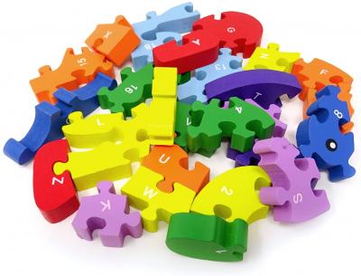 Vacuta puzzle din lemn invata alfabetul si numerele2