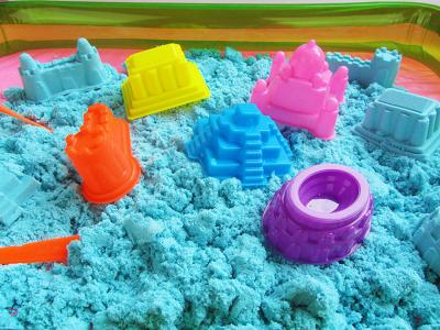 Kit Nisip kinetic colorat 1 kg cu forme de modelaj0
