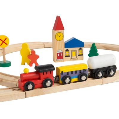 Circuit din lemn cu locomotiva semne de circulatie , braduti , cladiri si omuleti 48 de piese [5]