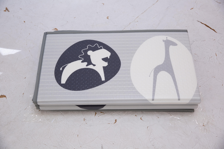 Saltea Sobble Black and White Animals, pliabila, 1.4m, 100% sigura, eco-friendly, Gri/Alb 3