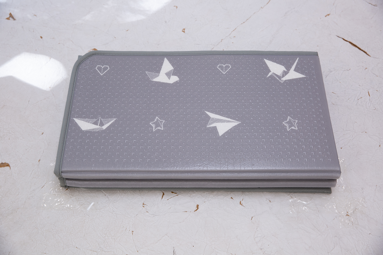 Saltea Sobble Origami, pliabila, 1.4m, 100% sigura, eco-friendly, Gri/Alb 3