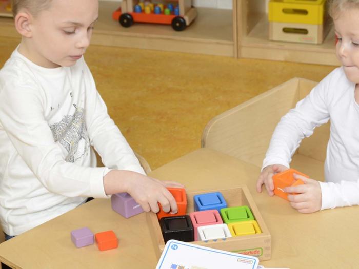 Set educativ cuburi si patrate-recipient, din lemn,+2 ani, Masterkidz, pentru gradinite 2