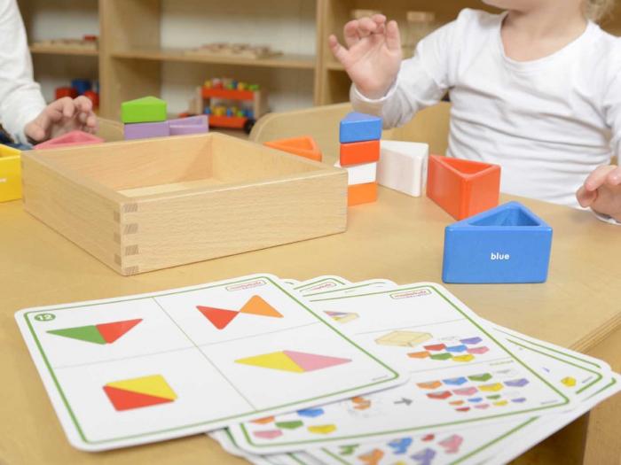 Set educativ prisme triunghiulare si triunghiuri-recipient, din lemn, +2 ani, Masterkidz, pentru gradinite 3
