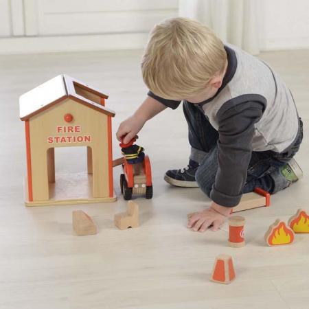 Statie de pompieri de jucarie, din lemn, +3 ani, Masterkidz, pentru gradinite3
