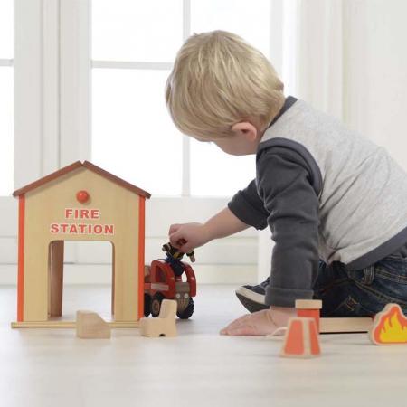 Statie de pompieri de jucarie, din lemn, +3 ani, Masterkidz, pentru gradinite4