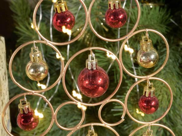 Brad de Crăciun din metal auriu cu 12 globulețe 1