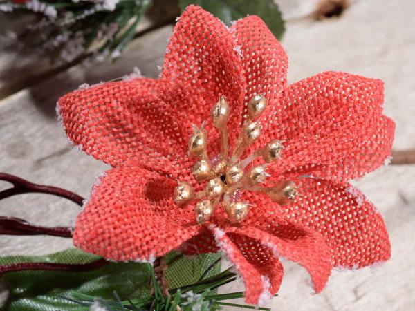 Floare artificială de Crăciun cu stele și bobițe roșii 1