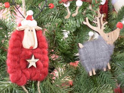 Glob, diverse personaje de Crăciun din lemn și lână1