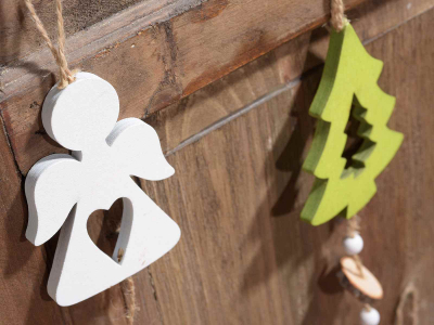 Glob din lemn în 3 culori disponibile cu clopoțel1