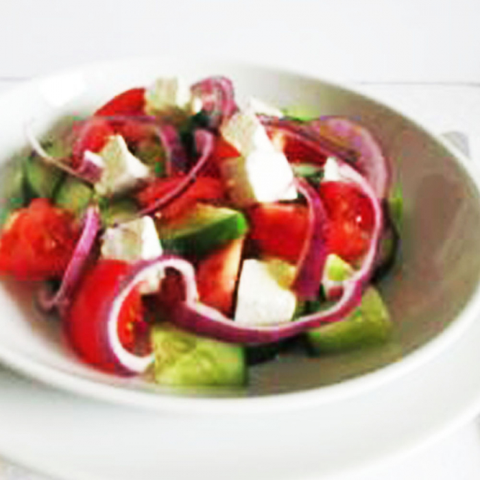 Salata de rosii cu ceapa si telemea 0