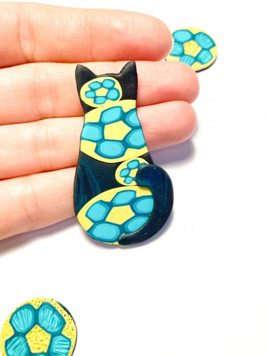 Brosa pisicuta colorata 1