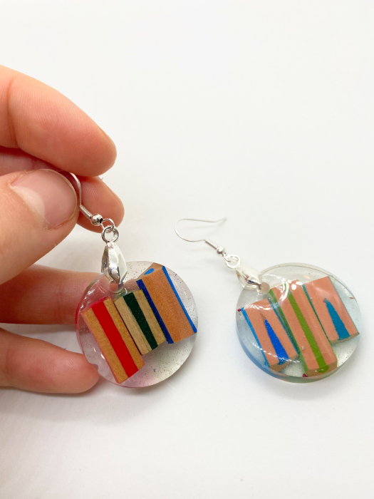 Cercei in forma de cerc cu creioane colorate din argint [3]