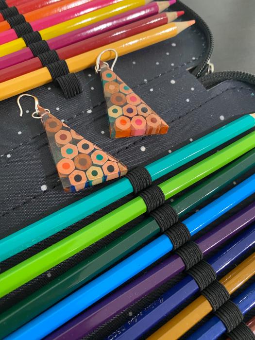 Cercei in forma de triunghi cu creioane colorate din argint [7]
