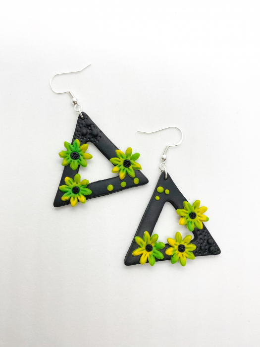 Cercei triunghiulari cu flori handmade 1