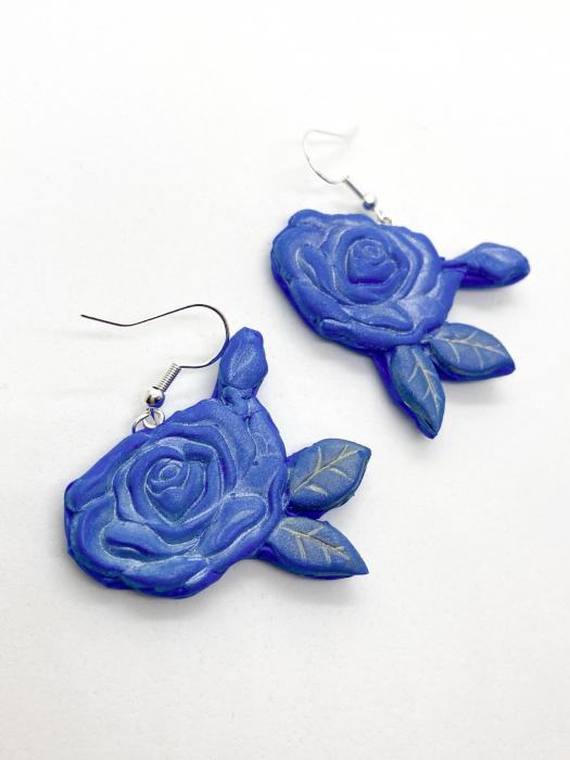 Cercei cu trandafiri albastri - handmade 3