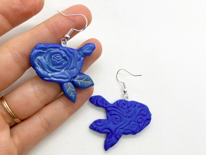 Cercei cu trandafiri albastri - handmade 2