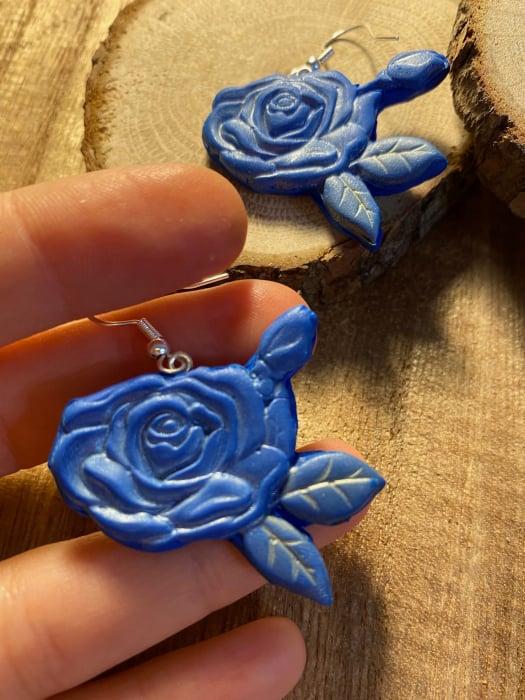 Cercei cu trandafiri albastri - handmade 7