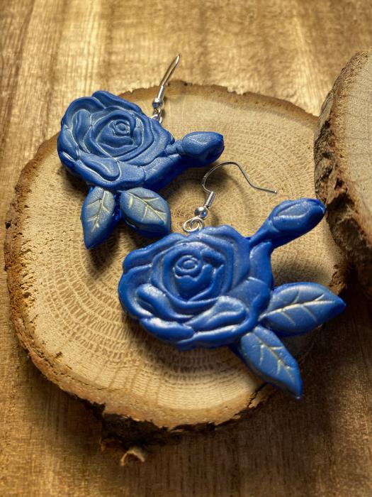 Cercei cu trandafiri albastri - handmade 5