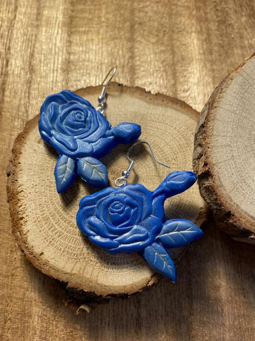 Cercei cu trandafiri albastri - handmade 6