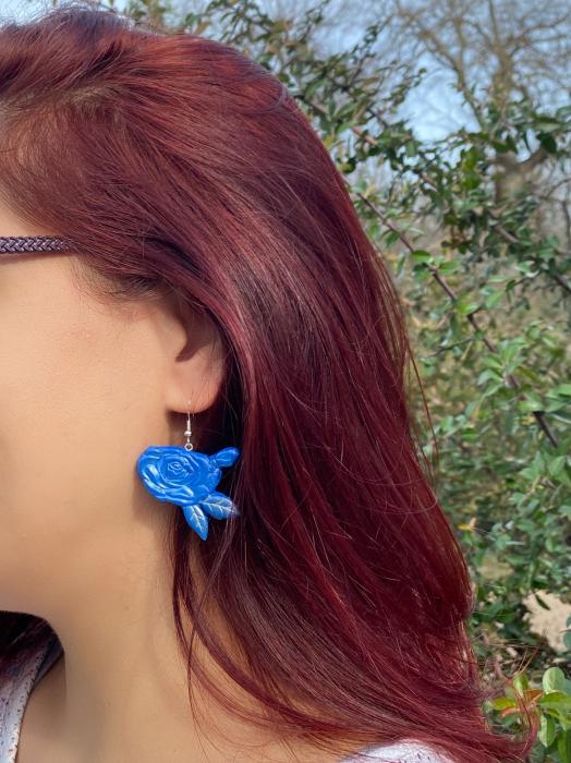 Cercei cu trandafiri albastri - handmade 8