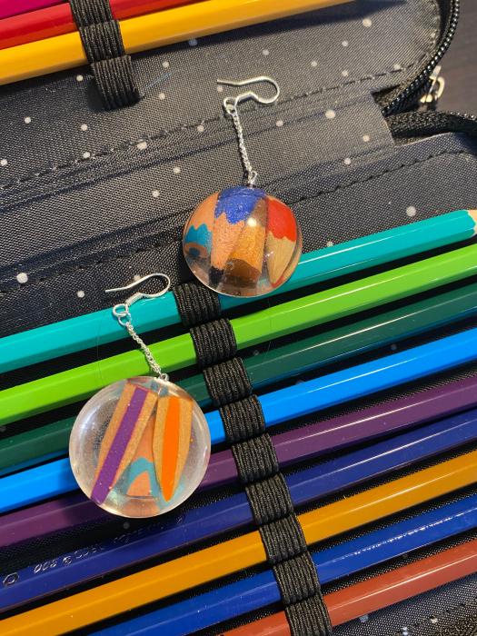 Cercei cu creioane colorate din argint 5