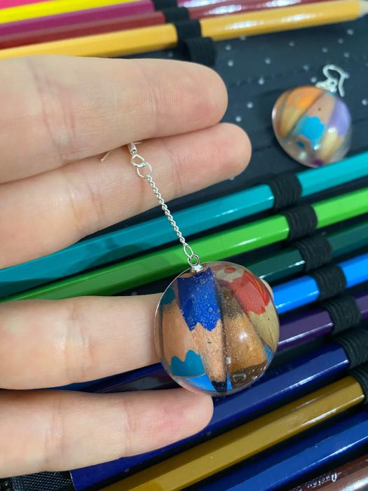 Cercei cu creioane colorate din argint 9
