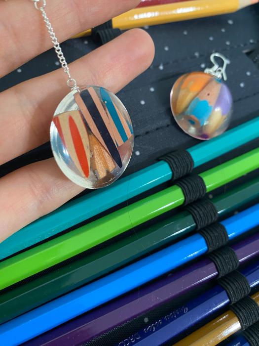 Cercei cu creioane colorate din argint 8