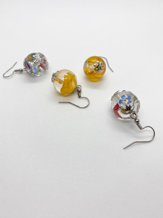 Cercei sfere cu petale galbene handmade [5]