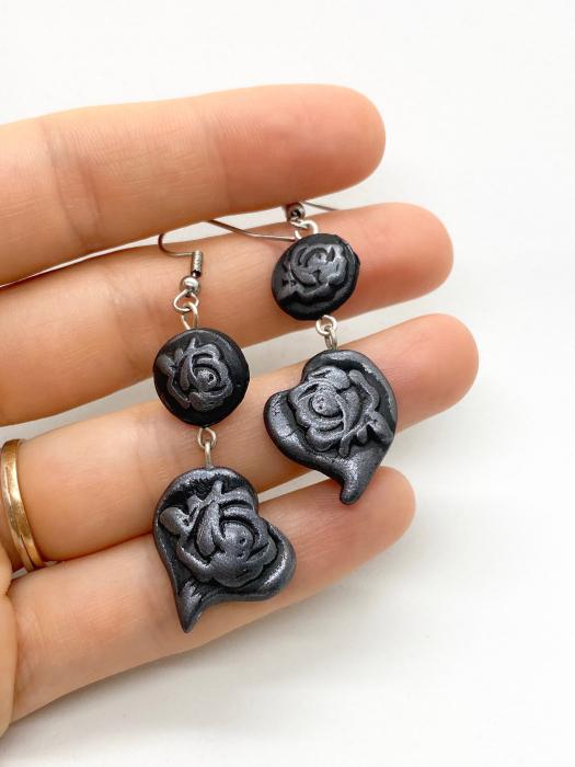 Cercei cu trandafiri gri handmade 3