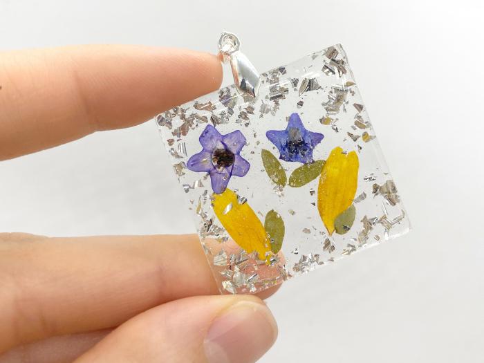 Pandantiv cu flori de primavara [3]