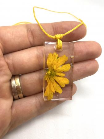 Set cu flori galbene7