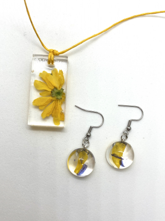 Set cu flori galbene2