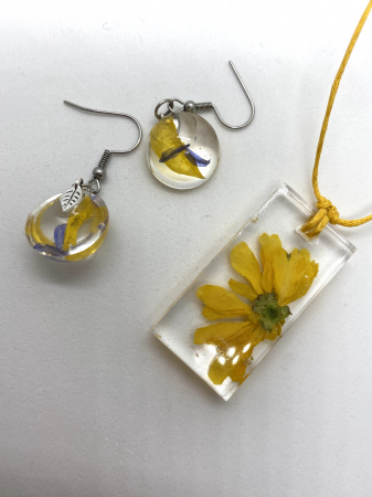 Set cu flori galbene4