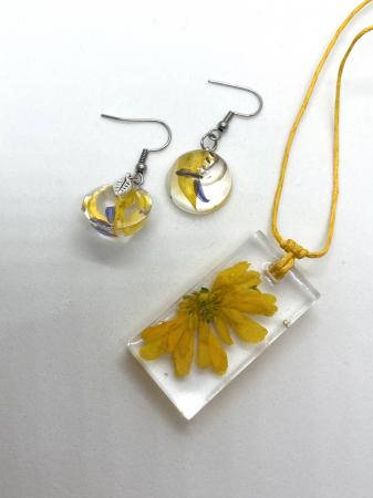 Set cu flori galbene3