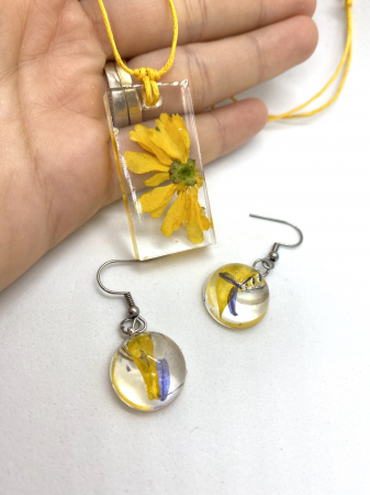 Set cu flori galbene8