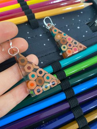Cercei in forma de triunghi cu creioane colorate din argint [8]