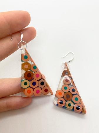Cercei in forma de triunghi cu creioane colorate din argint [5]