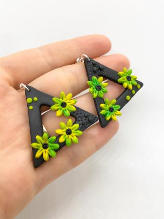 Cercei triunghiulari cu flori4