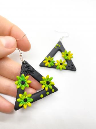 Cercei triunghiulari cu flori2