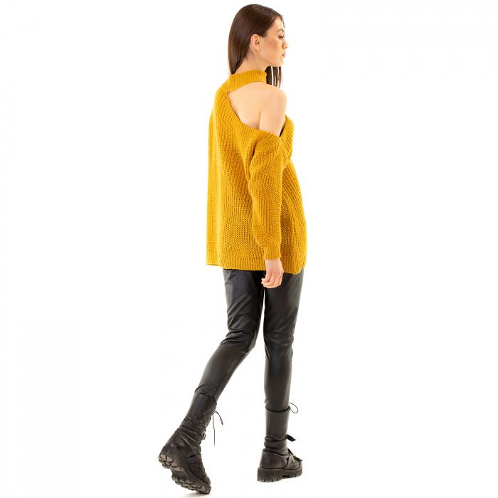 Bluza tricotata cu umarul gol [3]